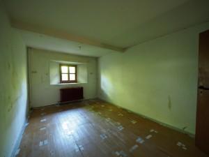 Zimmer neben Küche